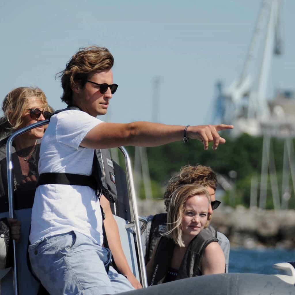 Alle skal have råd til at sejle trygt og sikkert. Beståelsesgaranti sikre dig dit speedbådskørekort og dulighedsbevis. Få garantien her.